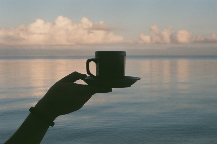 Coffee by the sea? An ideal scenario for your morning routine.